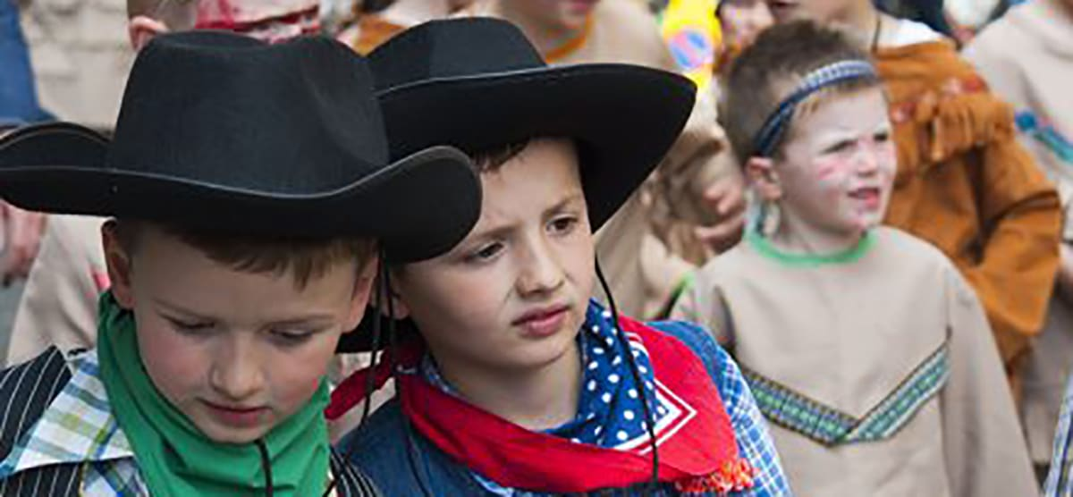Knutsford Royal May Day = Cowboys